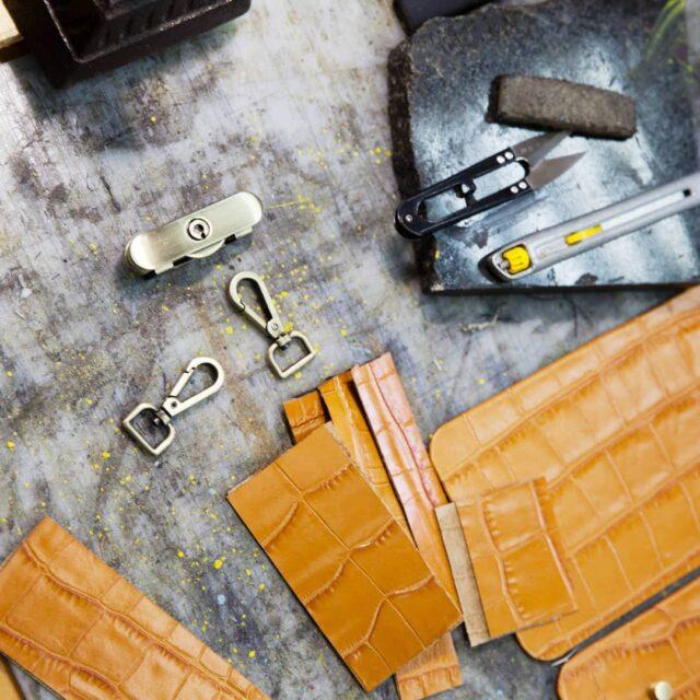 Вакансии🤓  Друзья, в мастерской, где рождаются GRIE и не только лишь GRIE открыты вакансии. Не хватает двух человек: 1) Швеи по коже  2) Мастера-заготовщика.  Работать предстоит в светлой, чистой и уютной мастерской на Куреневке.   ✂Для кандидата в швеи необходим:  - опыт работы от 2-х лет;  - умение работать на всех типах швейных машин (прямострочка, рукавная, колонковая);  - аккуратность и скорость выполнения работ;  - точность;  - ответственность;  - пунктуальность;  ✂Для кандидата на мастера-заготовщика необходим:  - опыт работы от 1-го года;  - скорость;  - аккуратность; В обязанности входят клеевые работы, покраска уреза, загибка, установка фурнитуры.  По всем вопросам обращайтесь пожалуйста к нашему Андрею @stepanov.atelier. Он ждет🤞